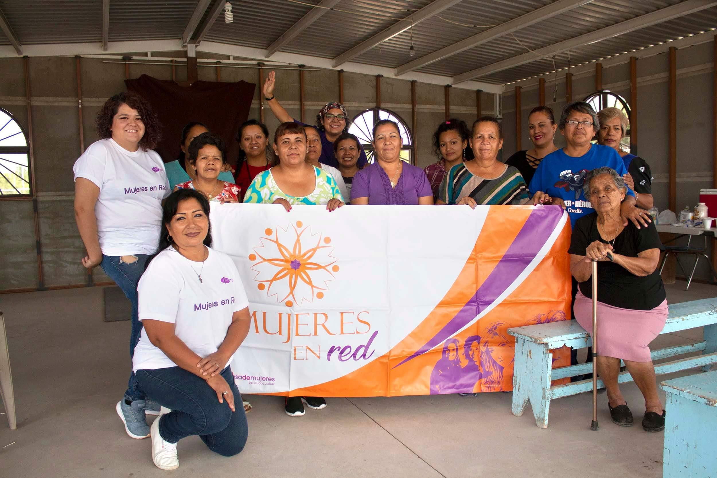 Yadira Soledad Cortés Castillo, coordinadora de Mujeres en Red, dice que con este modelo se ha trabajado treinta colonias, donde han formado a unas trescientas defensoras, en el surponiente, suroriente y el oriente de la ciudad. Foto: Regina Garcia, cortesía Red Mesa de Mujeres
